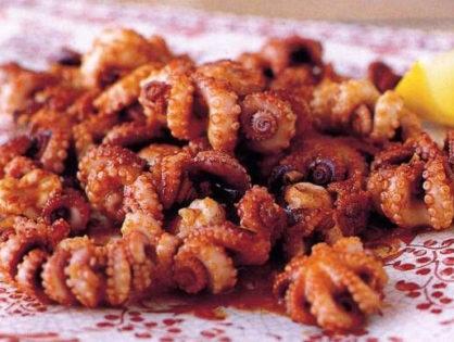 Жареные осьминоги с соевым соусом.