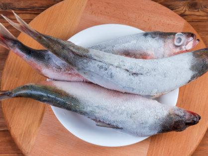 Как правильно разморозить рыбу.